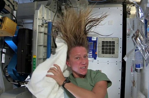how do astronauts wash in space - photo #11