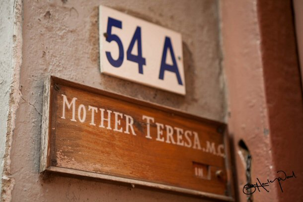 Mother Teresa lived in Calcutta Inda with the people she helped